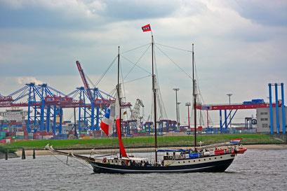Regina Maris (Dreimast-Schoner/NL) beim 824.Hamburger Hafengeburtstag 2013