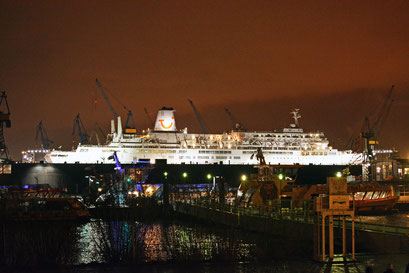 THOMSON CELEBRATION am 06.12.2013 (Sturmflut in Hamburg)