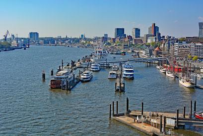 Hamburger Hafen, von der Plaza der Elbphilarmonie gesehen