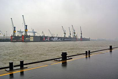 Ungewohnte Leere im Hamburger Hafen im Herbst 2014