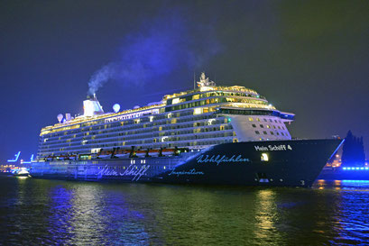 Mein Schiff 4 den Hamburg Cruise Days am 12.09.2015