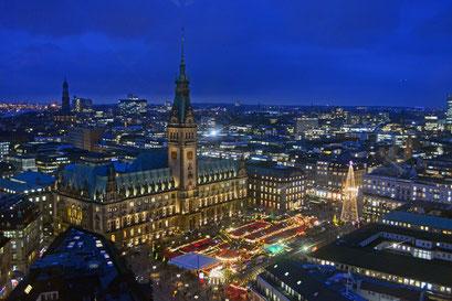 Hamburg in der Vorweihnachtszeit im Dezember 2014 (Rathausplatz-Weihnachtsmarkt)
