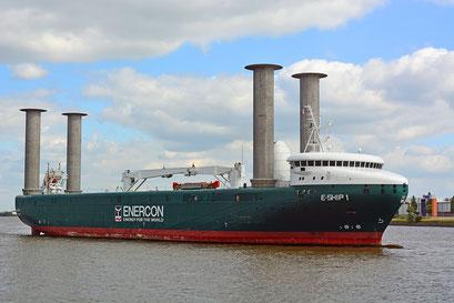 E-SHIP 1 vor dem Eindocken in DOCK ELBE 17 am 16.06.2015