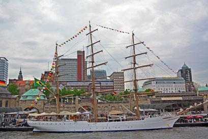 CISNE BRANCO (Dreimast-Vollschiff,Schulschiff/Brasilien) beim 824.Hamburger Hafengeburtstag 2013
