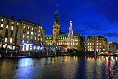 Hamburg in der Vorweihnachtszeit im Dezember 2014 (Rathaus,Kleine Alster)