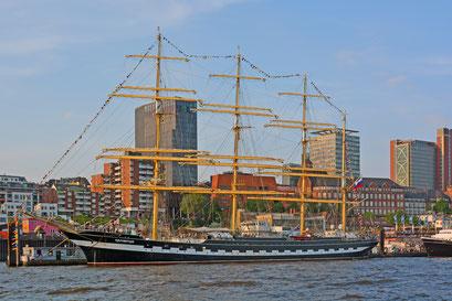 KRUZENSTHERN zum 829.Hamburger Hafengeburtstag