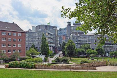 Über der Michel-Tiefgarage mit Blick auf GRUNER+JAHR Verlagsgebäude