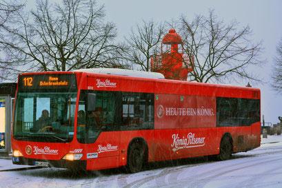 HVV Leuchtturm-Bus am Museumshafen in Övelgönne