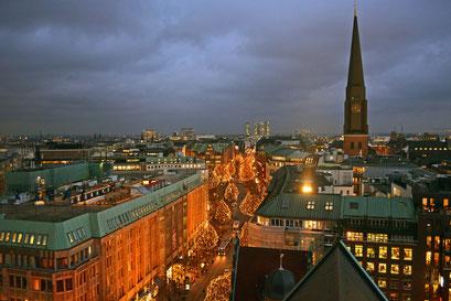 Hamburg in der Vorweihnachtszeit im Dezember 2014 (Mönckebergstrasse)