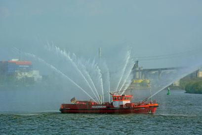 Brandinspektor Krüger zur Auslaufparade beim 828.Hamburger Hafengeburtstag