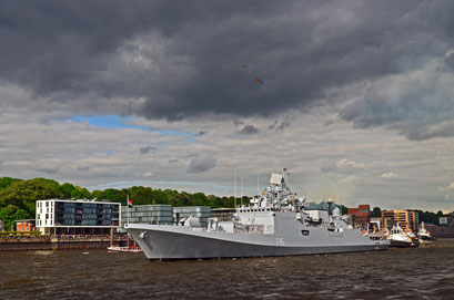 F 45 (Fregatte/Indien) zum Hamburger Hafengeburtstag 2012