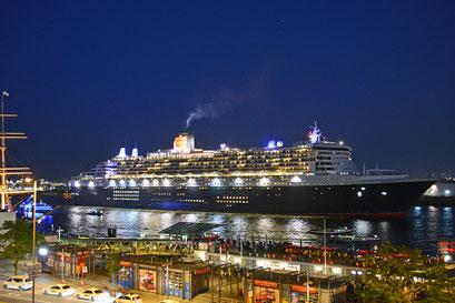 Queen Mary 2 läuft am 12.06.2015 aus.