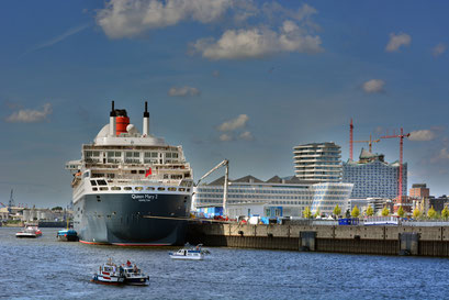 Queen Mary 2 am HCC Hafencity am 24.08.2013
