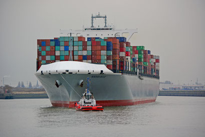MUNCHEN BRIDGE läuft im Hamburger Hafen aus.