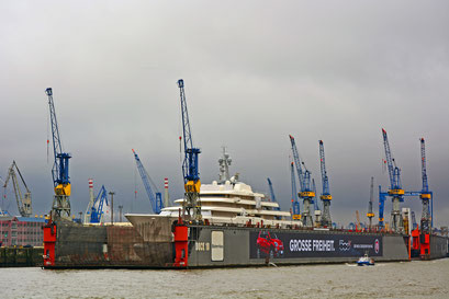 Mega-Yacht ECLIPSE im DOCK ELBE 17 am 21.02.2015