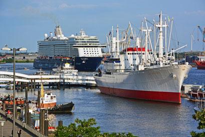 Mein Schiff 3 nach dem Erstanlauf in Hamburg am 02.06.2014