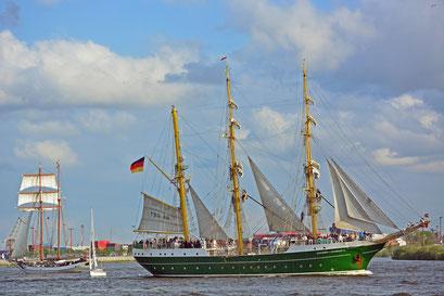 ALEXANDER VON HUMBOLDT II beim 824.Hamburger Hafengeburtstag 2013