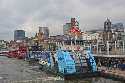 HADAG-Fähren an den Landungsbrücken
