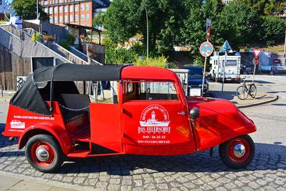 """""""DAS FEUERSCHIFF""""-Reclame auf einem alten Opel"""