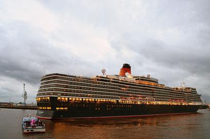Queen Elizabeth zu den Cunard Queens Days 2012