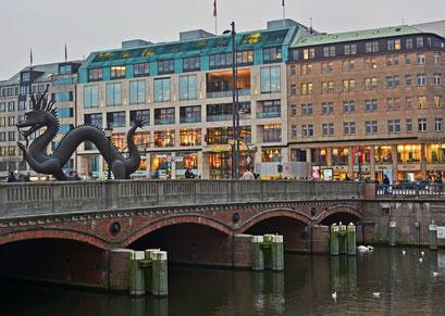Kuperdrache am Jungfernstieg im Novemer 2014