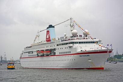 MS DEUTSCHLAND zum 825.Hamburger Hafengeburtstag am 10.05.2014