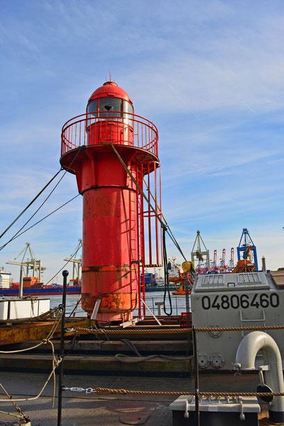 Der neue Leuchtturm im Museumshafen Övelgönne im April 2015