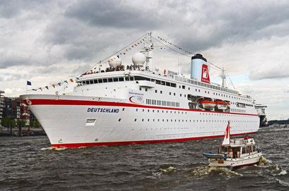 MS DEUTSCHLAND zum Hamburger Hafengeburtstag 2012