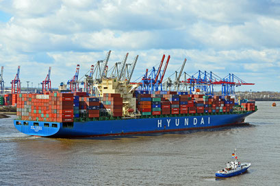HYUNDAI SPLENDOR LONDON läuft im Hamburger Hafen aus
