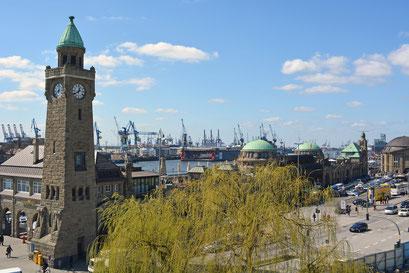 St. Pauli Landungsbrücken mit Uhren-/Pegelturm u. Brücke 3