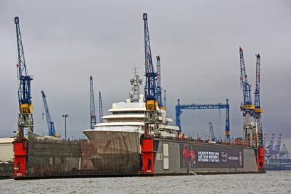 MegMega-Yacht ECLIPSE im DOCK ELBE 17 am 21.02.2015a-Yacht ECLIPSE im DOCK ELBE 17 am 21.02.2015