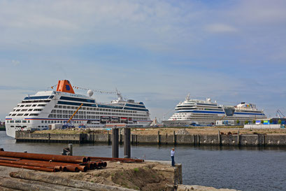 COLUMBUS 2 u. AIDAsol  am HCC Hafencity am 12.08.2013