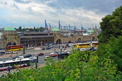 Blick vom Stintfang in den Hamburger Hafen
