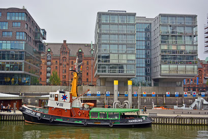 Schlepper FAIRPLAY VIII im Tradiotionsschiff der HafenCity