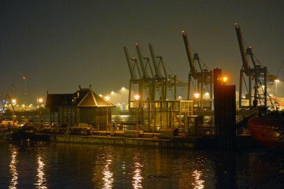 Nachts im Museumshafen Övelgönne