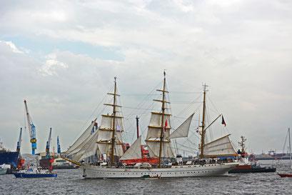 GORCH FOCK beim 824.Hamburger Hafengeburtstag 2013