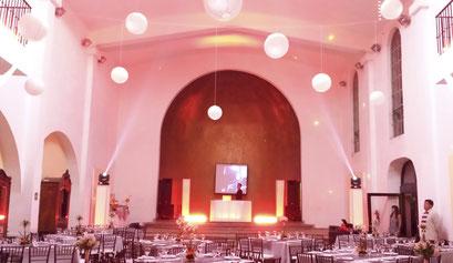 iluminación en rojo y blanco karaoke Luz y Sonido en Casa de las Campanas