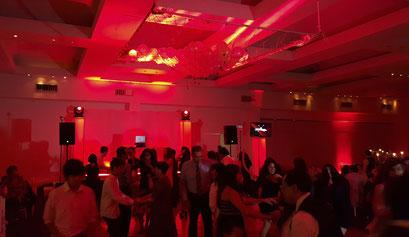 Montaje de dj para fiestas en Club Alemán, iluminación en rojo