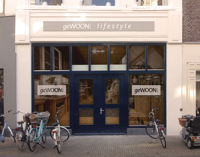Logo en gevelbelettering geWOON!, de meest bijzondere woonwinkel van Kampen