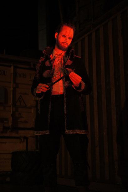 Macbeth - directed by Thomas A. Welte; Shakespeare am Berg, Muttersberg Arena; actor: Tim Engemann; photo: Martin Schindegger