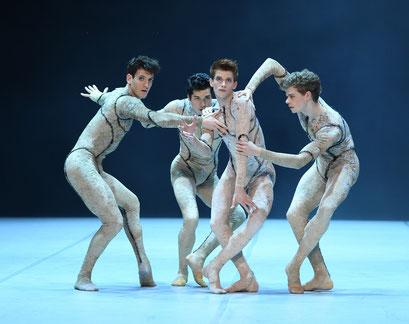 Messenger - by Louis Stiens; dancers: Fabio Adorisio, Riccardo Ferlito, Shaked Heller, Henrik Erikson ; photo: Stuttgarter Ballett