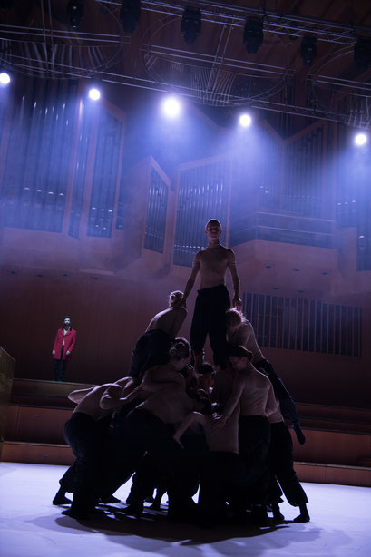 Faust Symphonie - by Matteo Carvone, Philharmonie am Gasteig, München, dancers: IWANSON International School of Contemporary Dance; Thomas Martino; photo: Christophe Maitrejean