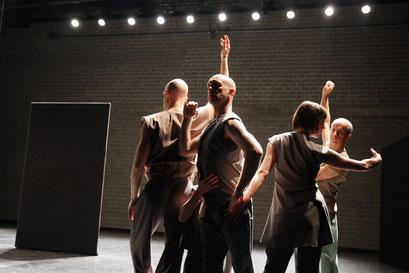 Tenacity of Space - by: Deborah Hay for Dance On Ensemble, tanzhaus nrw, photo: Dorothea Tuch