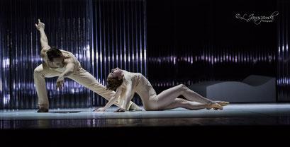Luminous Heart - by Alfonso Palencia; Ballett Hagen; dancers: Gustavo Barros, Amber Neumann; photo: Leszek Januszewski