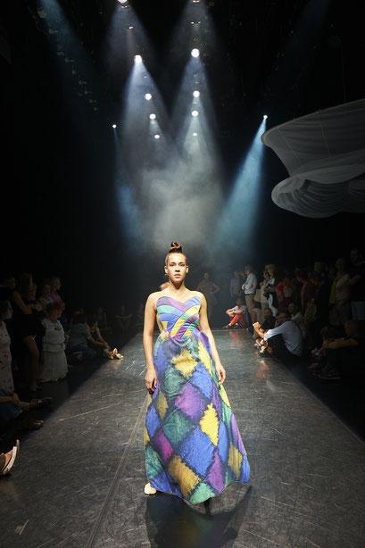 La Mode - by: Tomoko Mukaiyama, Stadtheater Bozen, dancer: Sarah Murphy, photo: Gregor Khuen Belasi