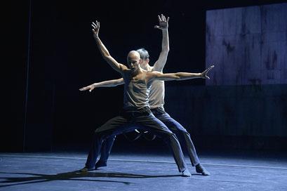 Now and Then - by Alejandro Cerrudo; Hessisches Staatsballett; dancers: Ramon John, Daniel Alwell; photo: Bettina Stöß