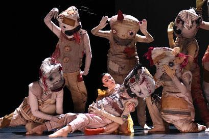 Der Nussknacker - by Tim Plegge for Hessisches Staatsballett, dancers: Vanessa Shield, Ensemble Hessisches Staatsballett; photo: Regina Brocke