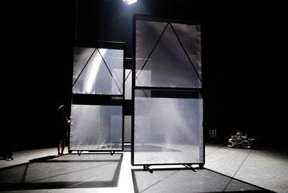 Tansu - by Yoko Ando; dancer: Yoko Ando; photo: Tanja Ruehl