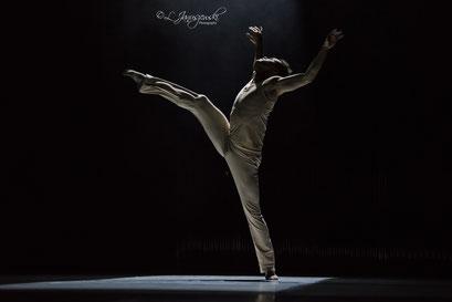 Luminous Heart - by Alfonso Palencia; Ballett Hagen; dancer: Gustavo Barros; photo: Leszek Januszewski