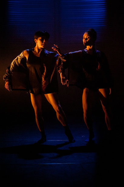 Shorts - by Wubkje Kuindersma, Hessisches Staatsballett; dancers: Sayaka Kado, Vanessa Shield; photo: Varvara Kandaurova
